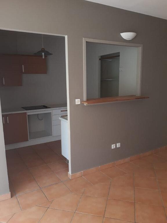 Appartement à louer 4 82.73m2 à Fort-de-France vignette-4