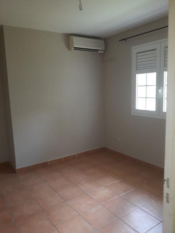 Appartement à louer 4 82.73m2 à Fort-de-France vignette-6