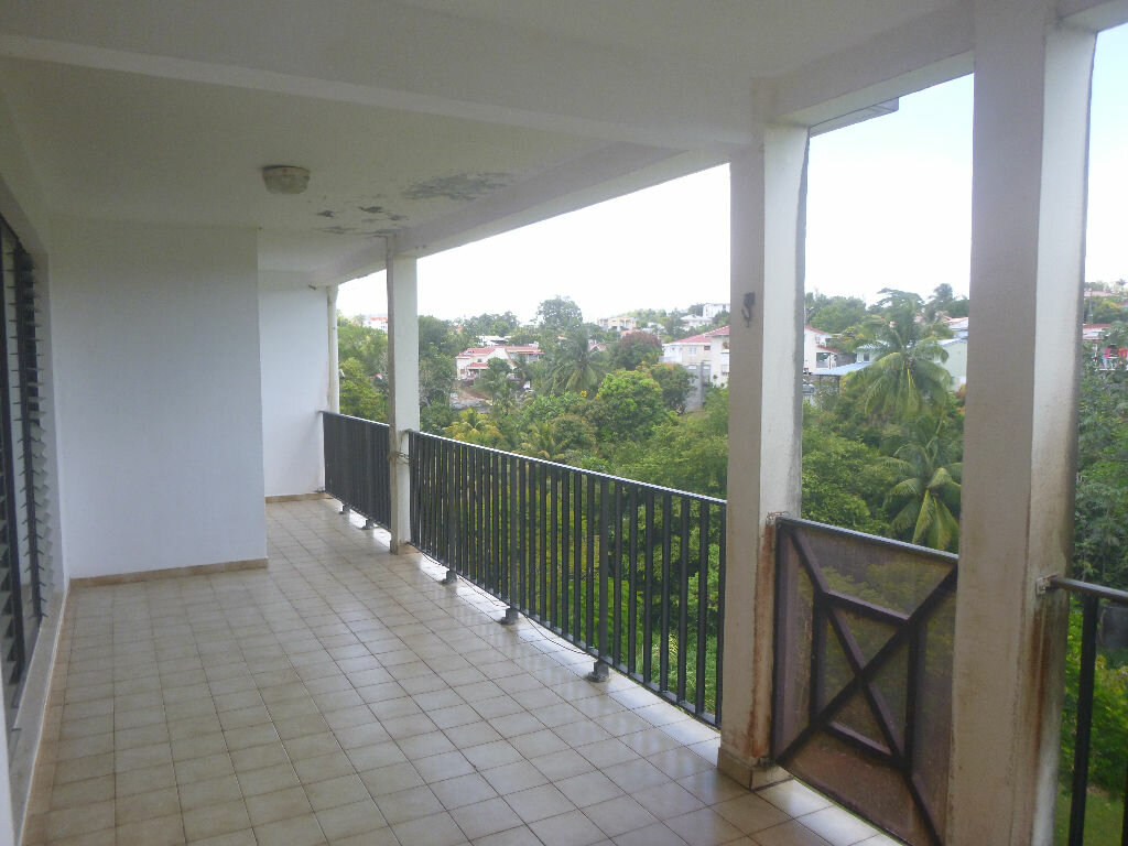 Appartement à vendre 4 80m2 à Fort-de-France vignette-4