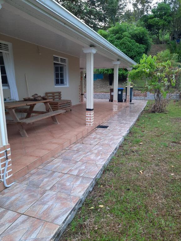 Maison à louer 4 110.26m2 à La Trinité vignette-2