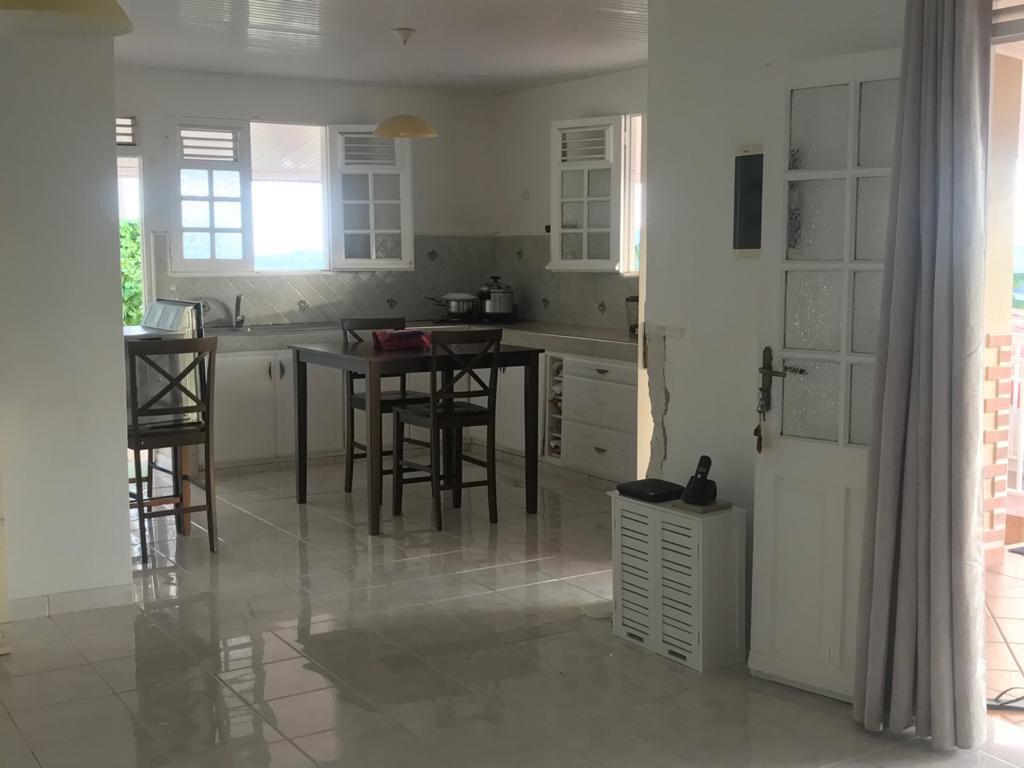 Maison à louer 4 110.26m2 à La Trinité vignette-8