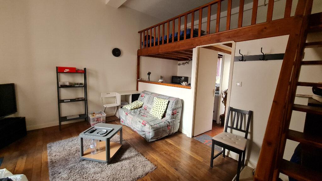 Appartement à louer 1 27m2 à Chalon-sur-Saône vignette-1