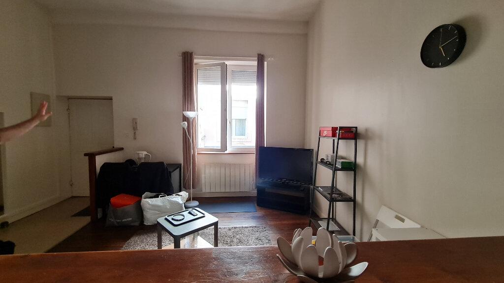 Appartement à louer 1 27m2 à Chalon-sur-Saône vignette-2