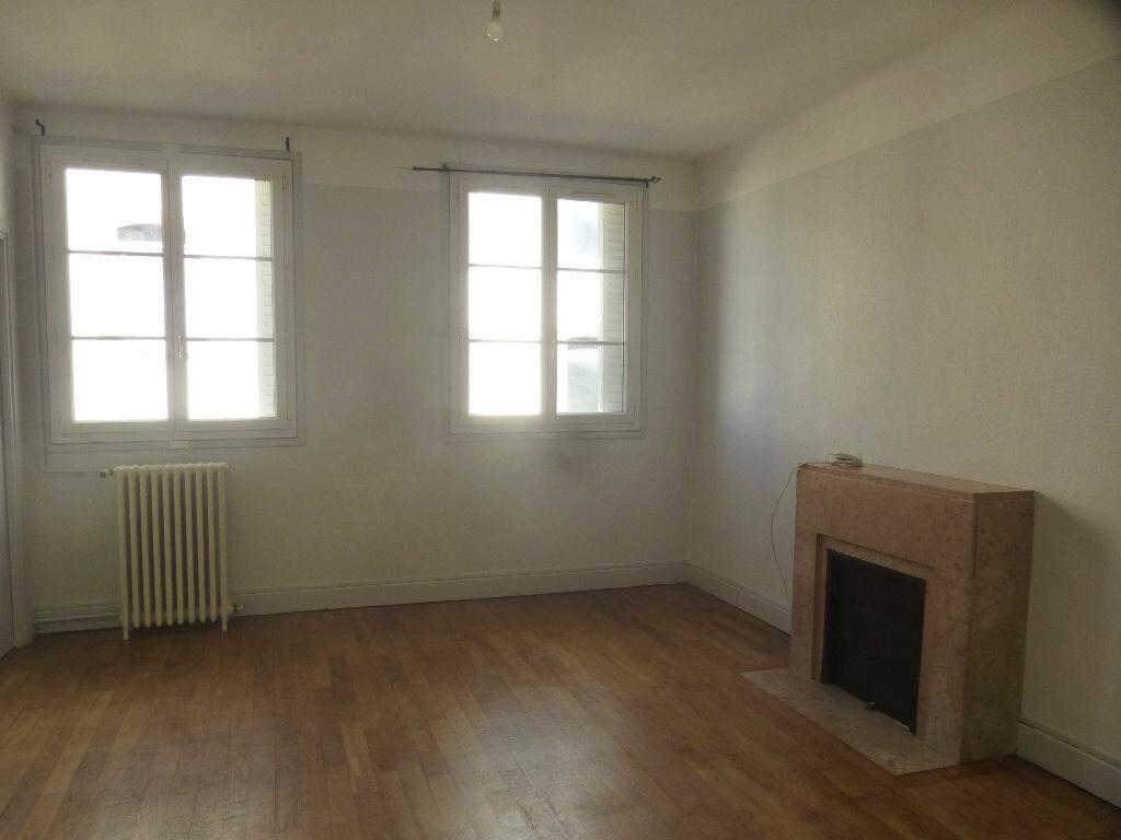 Appartement à louer 4 97m2 à Chalon-sur-Saône vignette-1