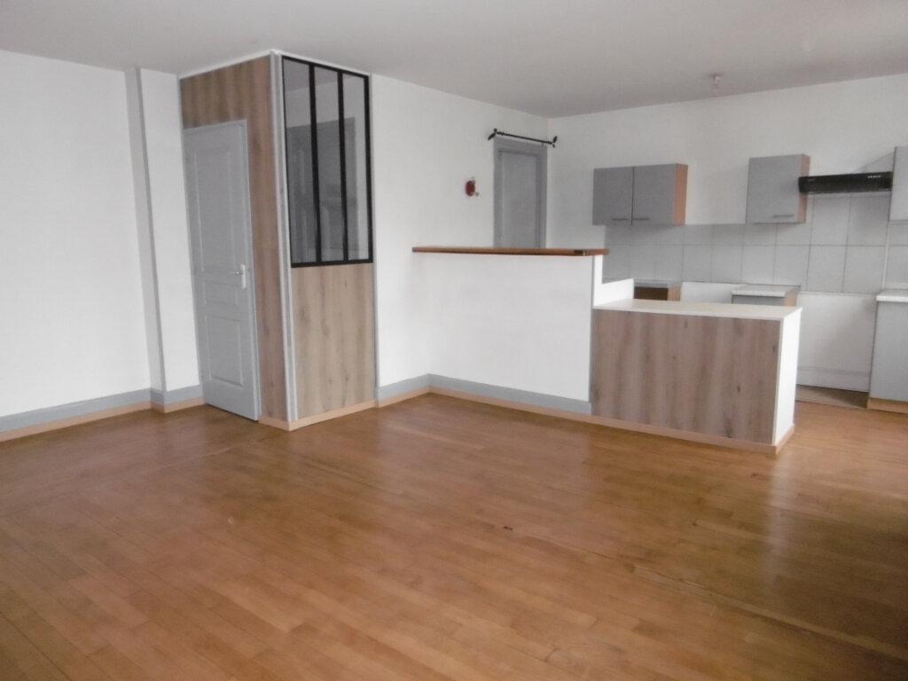 Appartement à louer 5 83.77m2 à Chalon-sur-Saône vignette-1