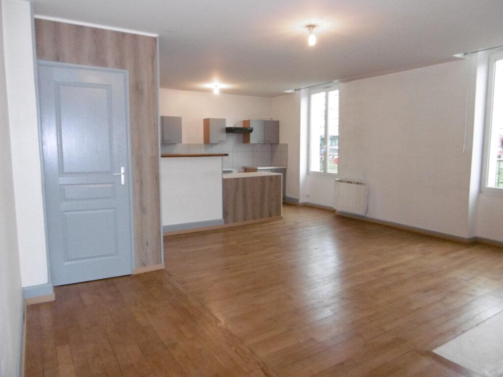 Appartement à louer 5 83.77m2 à Chalon-sur-Saône vignette-2
