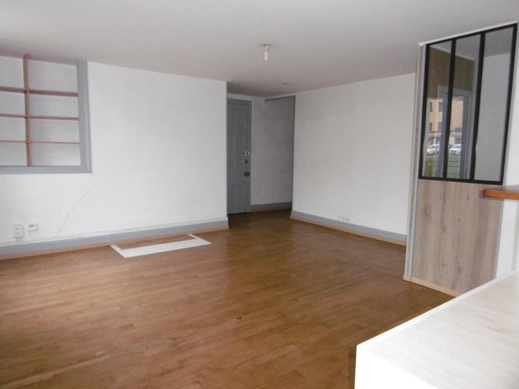 Appartement à louer 5 83.77m2 à Chalon-sur-Saône vignette-3