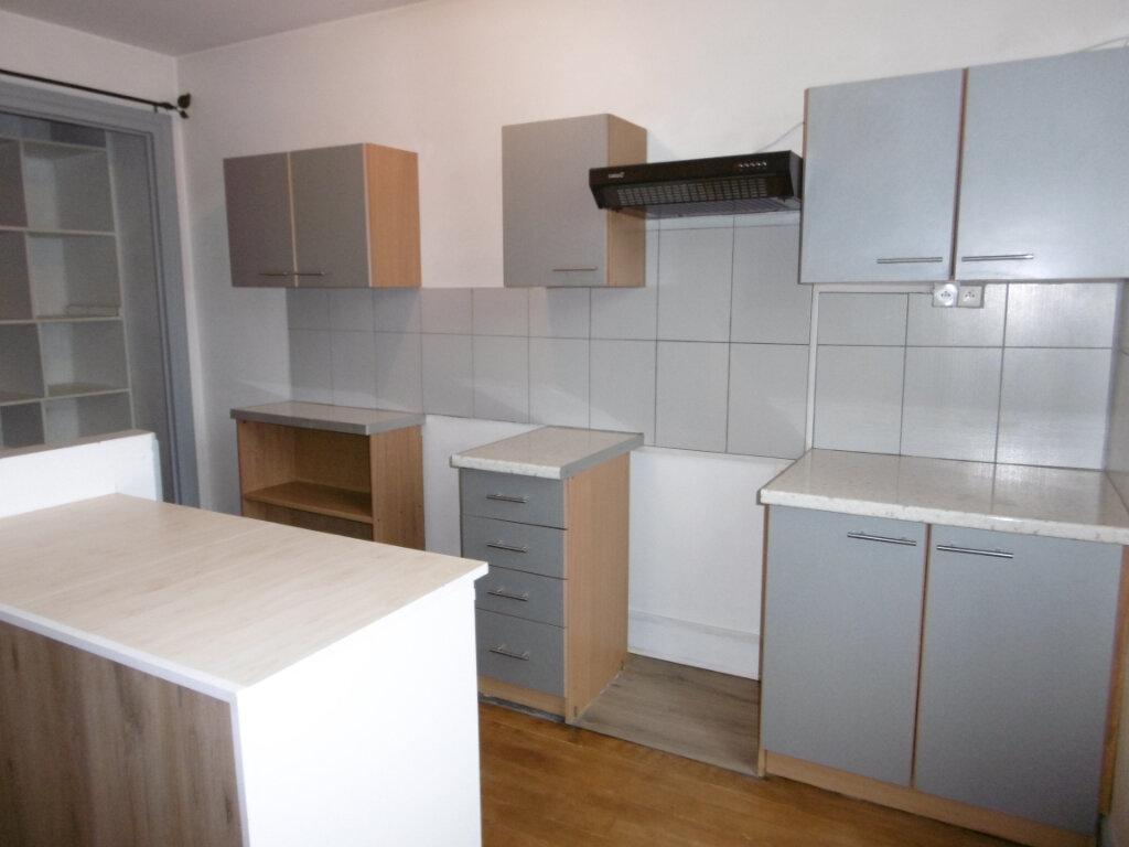 Appartement à louer 5 83.77m2 à Chalon-sur-Saône vignette-5