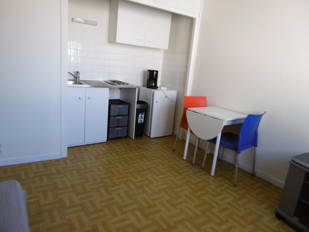 Appartement à louer 1 19.36m2 à Chalon-sur-Saône vignette-3