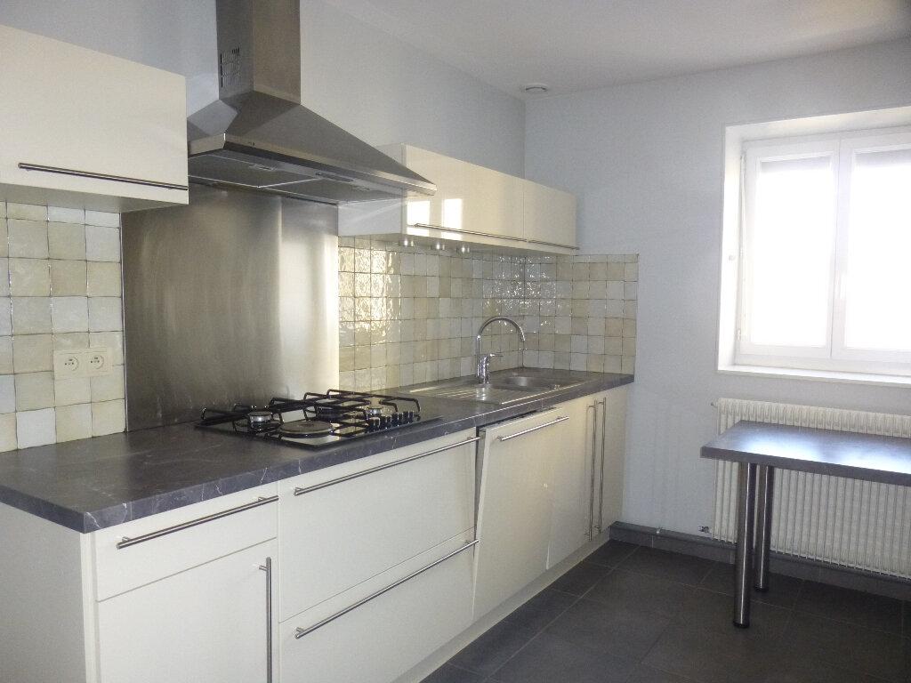 Appartement à louer 4 75m2 à Chalon-sur-Saône vignette-1