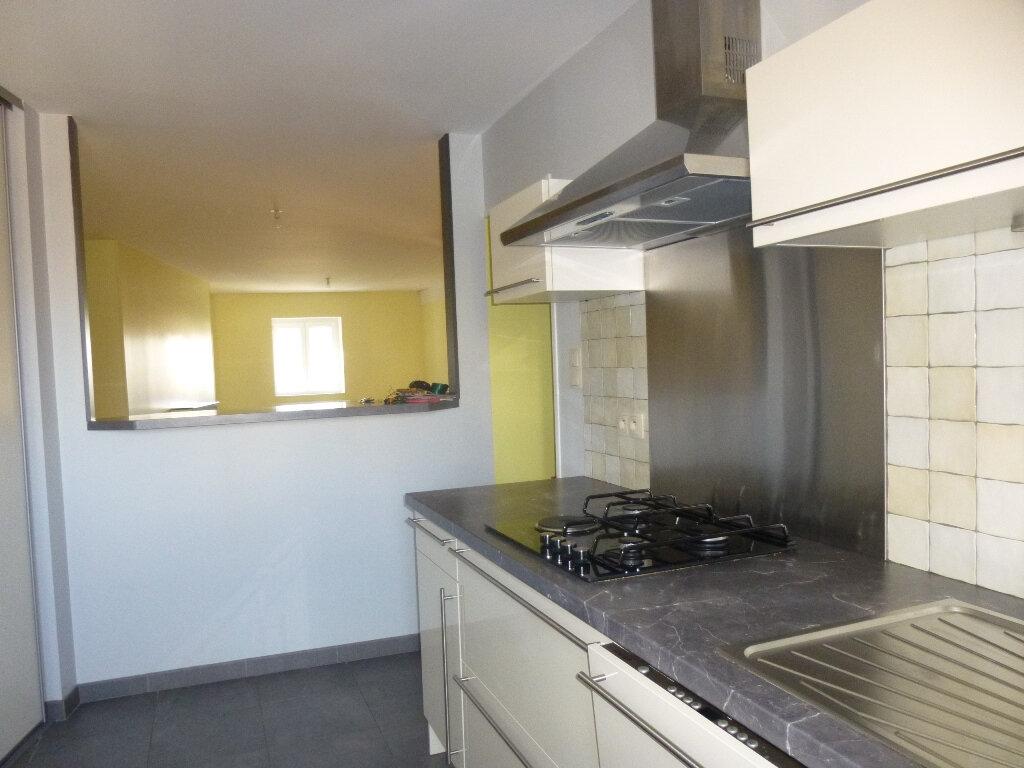 Appartement à louer 4 75m2 à Chalon-sur-Saône vignette-3