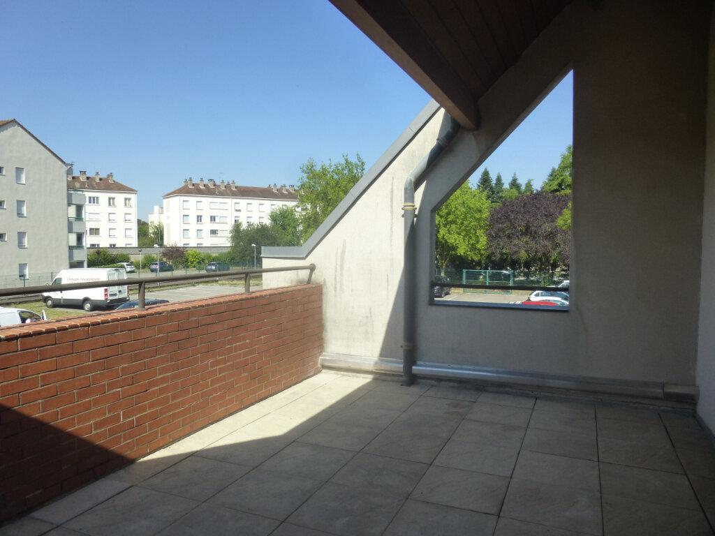 Appartement à louer 5 116m2 à Chalon-sur-Saône vignette-2