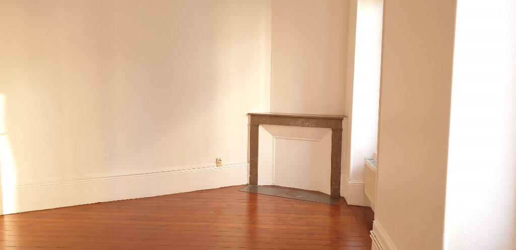 Appartement à louer 3 64.58m2 à Chalon-sur-Saône vignette-2