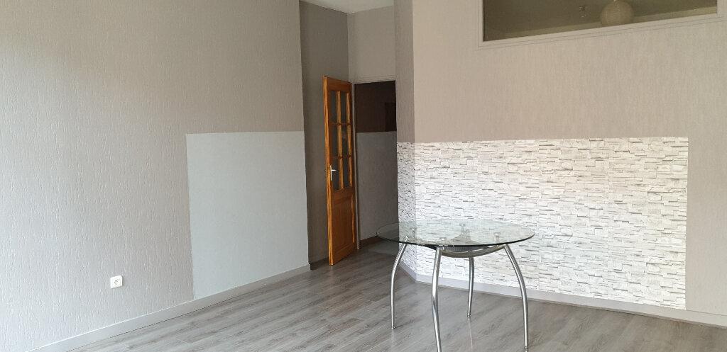 Appartement à louer 2 58.9m2 à Chalon-sur-Saône vignette-2