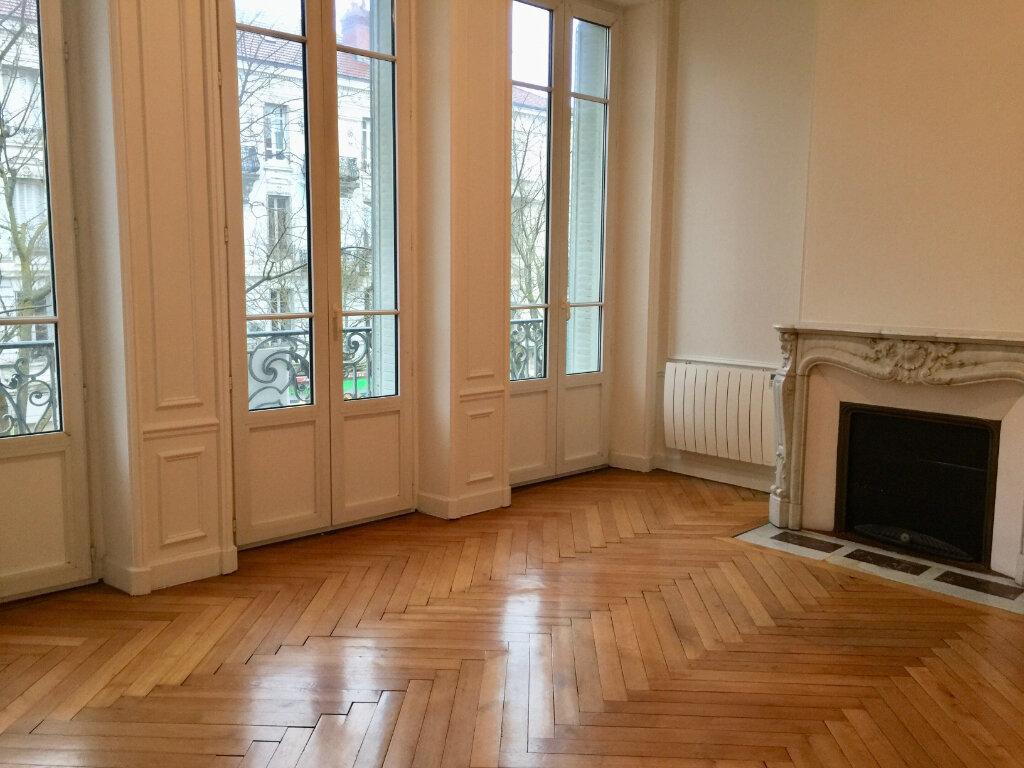 Appartement à louer 4 128m2 à Chalon-sur-Saône vignette-1
