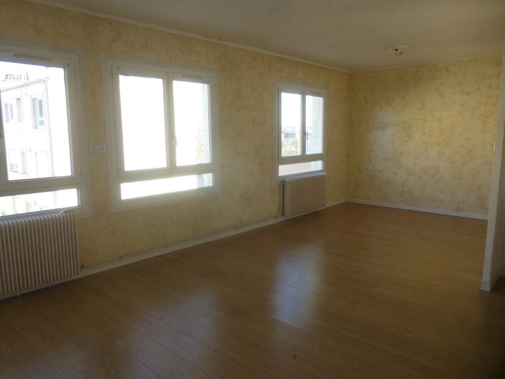 Appartement à louer 3 61.07m2 à Chalon-sur-Saône vignette-1