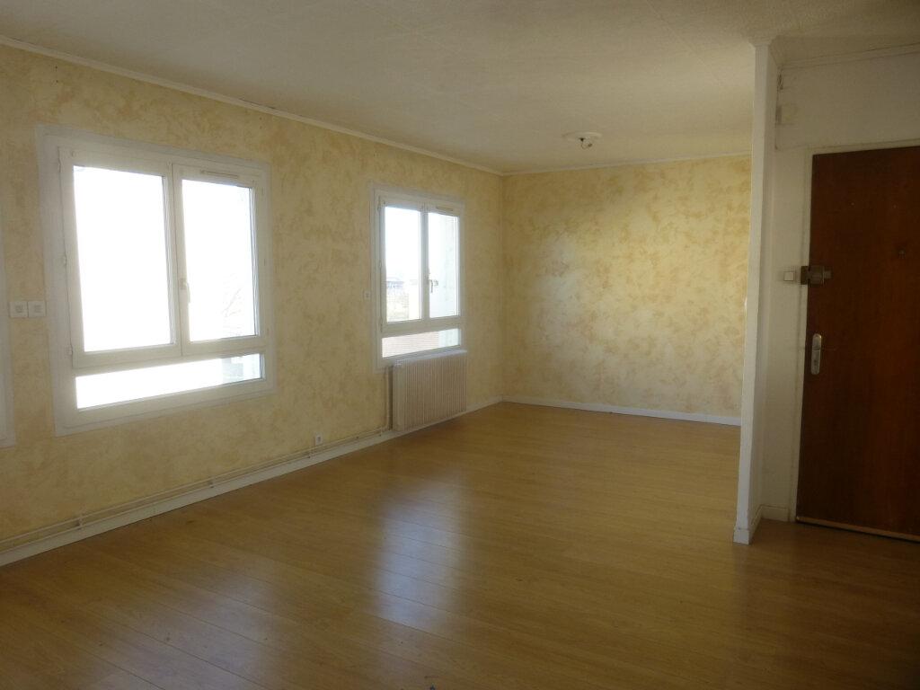 Appartement à louer 3 61.07m2 à Chalon-sur-Saône vignette-2