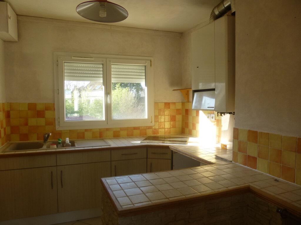 Appartement à louer 3 61.07m2 à Chalon-sur-Saône vignette-3