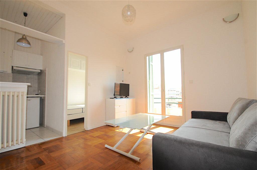 Appartement à louer 2 28.5m2 à Nice vignette-2