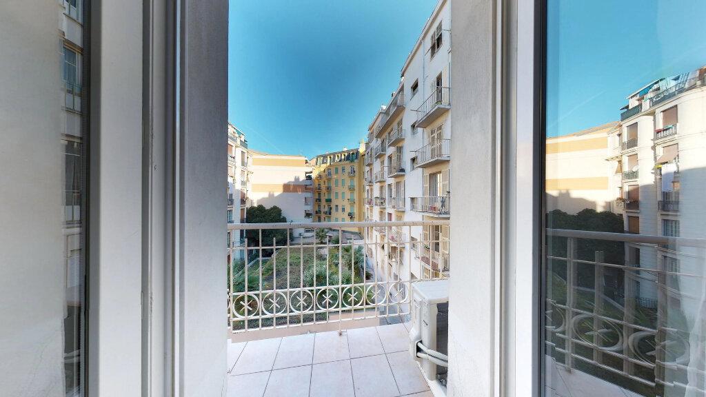 Appartement à louer 1 19m2 à Nice vignette-2