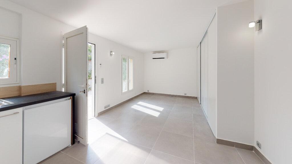 Appartement à louer 1 22.7m2 à Antibes vignette-3