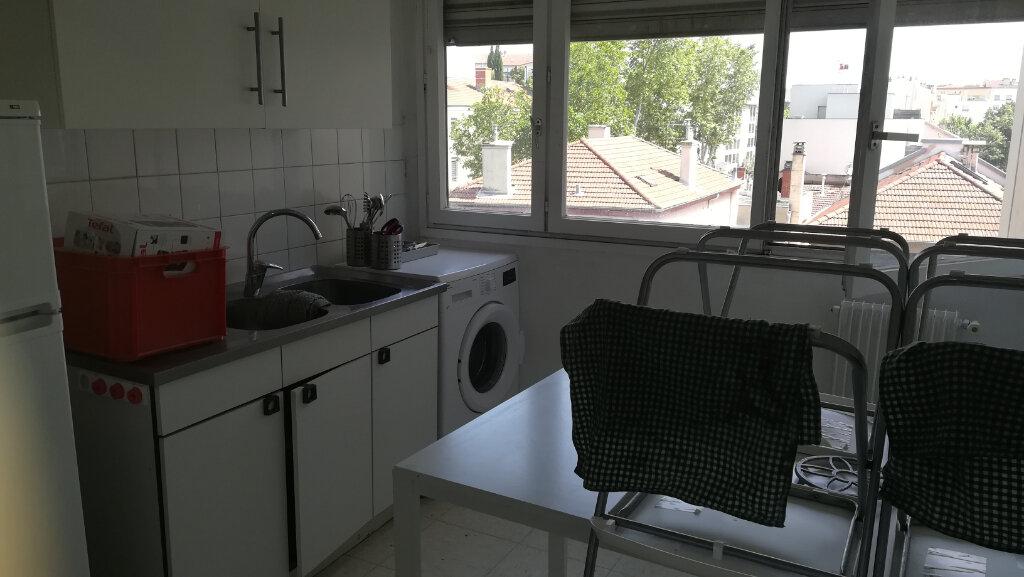 Appartement à louer 2 44.07m2 à Lyon 8 vignette-5