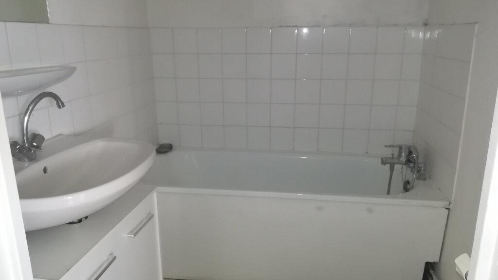 Appartement à louer 2 44.07m2 à Lyon 8 vignette-8