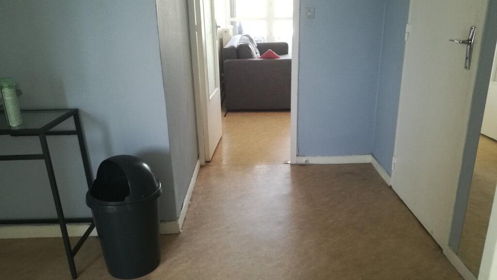 Appartement à louer 2 44.07m2 à Lyon 8 vignette-9