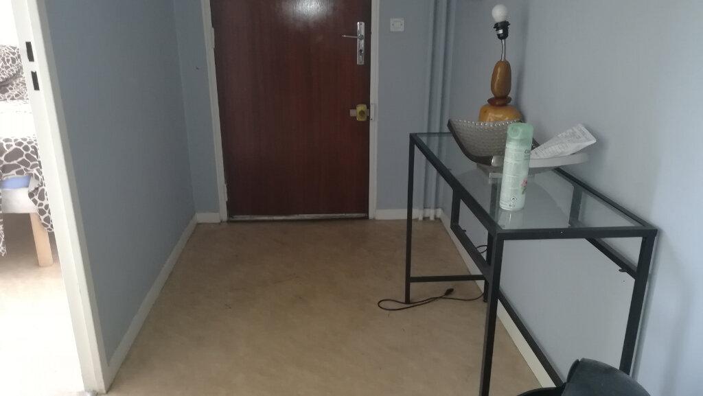 Appartement à louer 2 44.07m2 à Lyon 8 vignette-10