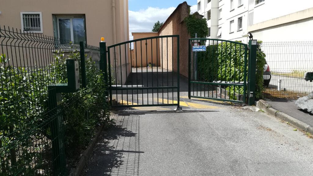 Stationnement à louer 0 14m2 à Lyon 8 vignette-1