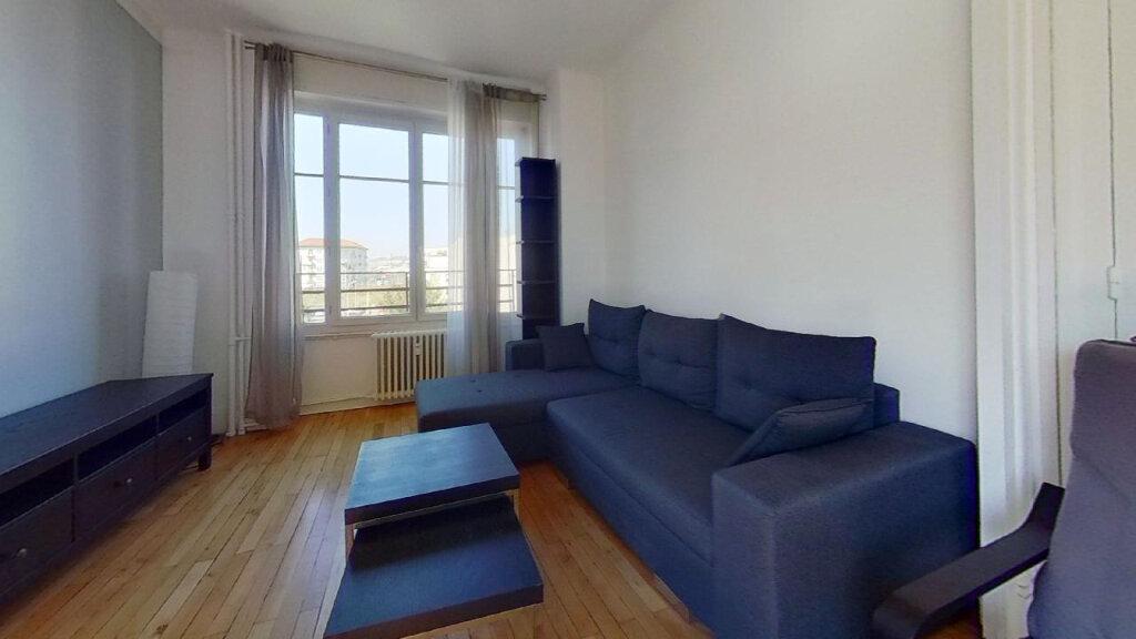 Appartement à louer 3 60m2 à Lyon 8 vignette-1