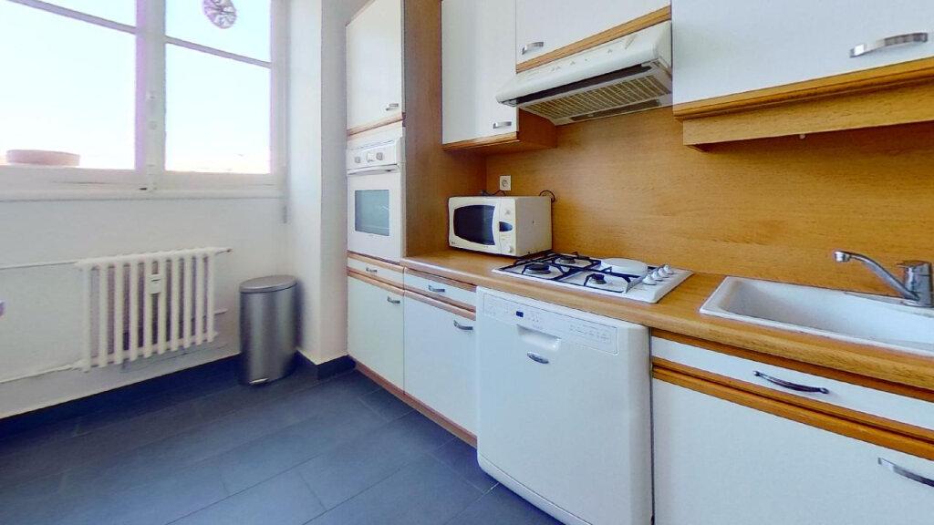 Appartement à louer 3 60m2 à Lyon 8 vignette-5
