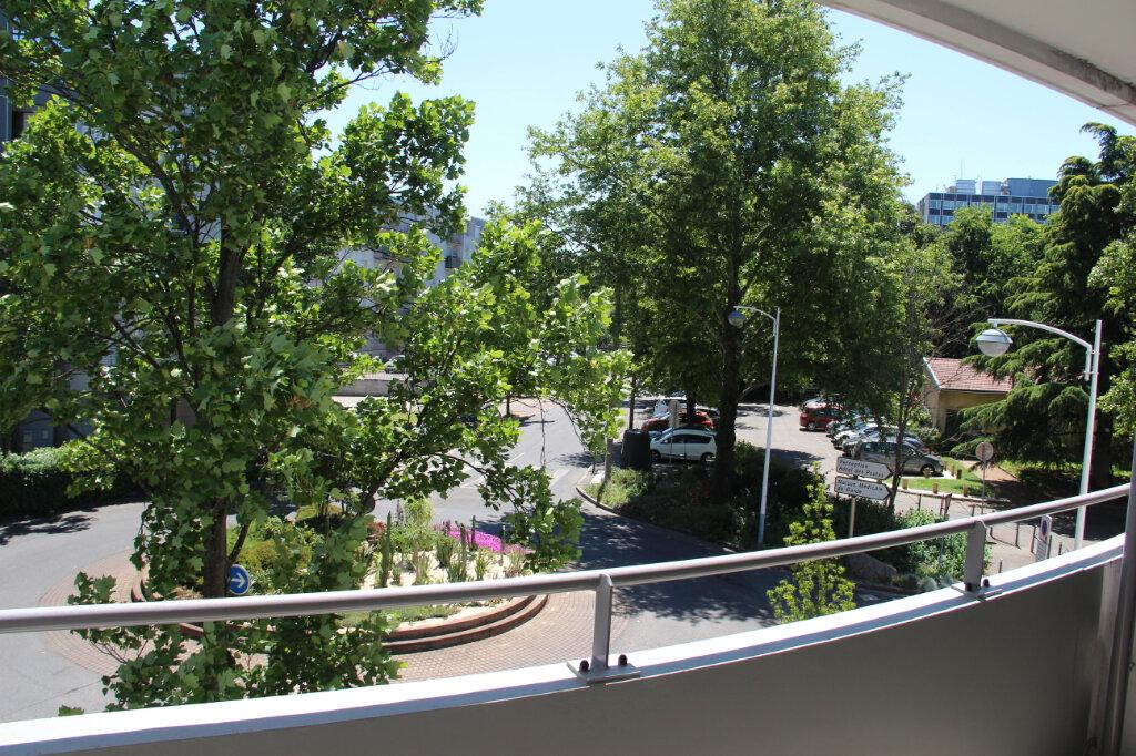 Appartement à vendre 3 68.92m2 à Vénissieux vignette-1