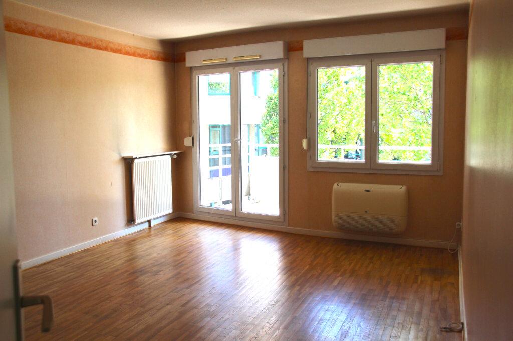 Appartement à vendre 3 68.92m2 à Vénissieux vignette-6