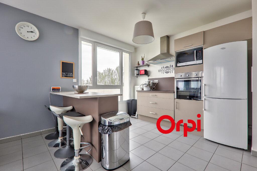 Appartement à vendre 4 75.82m2 à Vénissieux vignette-3