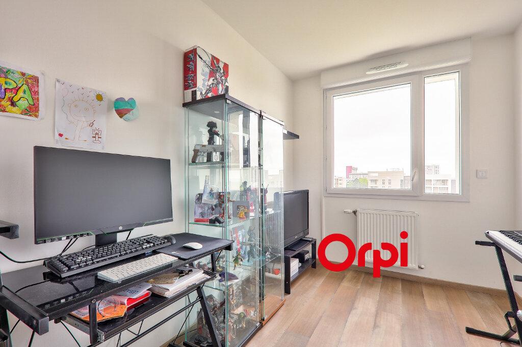 Appartement à vendre 4 75.82m2 à Vénissieux vignette-9