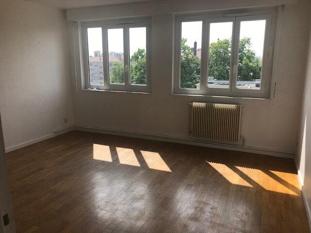 Appartement à louer 3 56.99m2 à Vénissieux vignette-3
