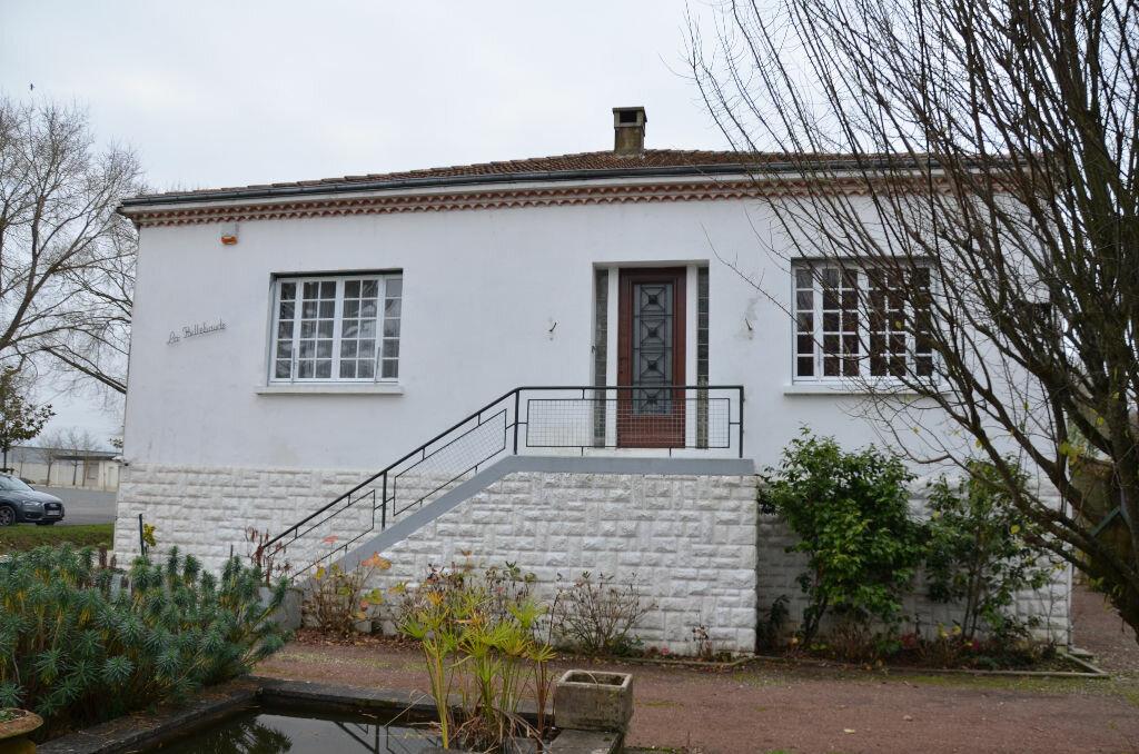 Maison à vendre 5 203m2 à Gémozac vignette-1