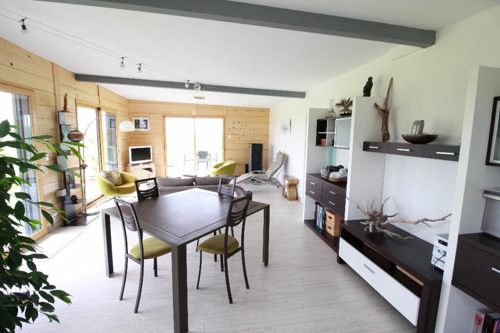 Maison à vendre 3 107m2 à Saint-Romain-sur-Gironde vignette-1