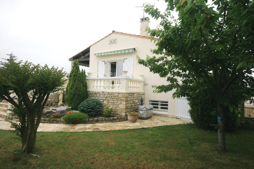 Maison à vendre 7 235m2 à Saint-Georges-de-Didonne vignette-9