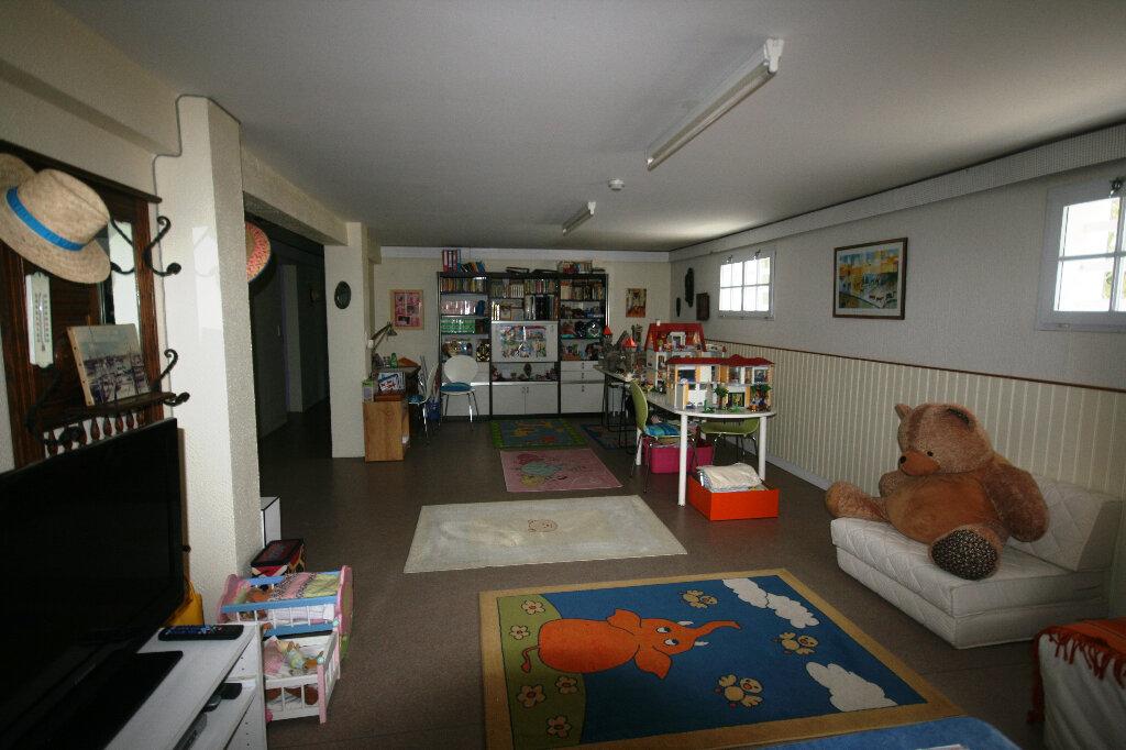 Maison à vendre 7 235m2 à Saint-Georges-de-Didonne vignette-12