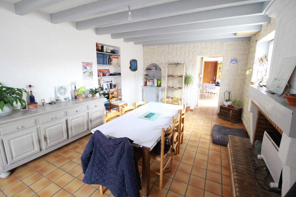 Maison à vendre 5 136m2 à Chenac-Saint-Seurin-d'Uzet vignette-2