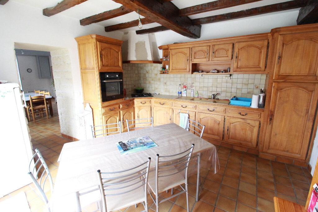 Maison à vendre 5 136m2 à Chenac-Saint-Seurin-d'Uzet vignette-3