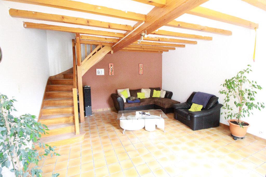 Maison à vendre 5 136m2 à Chenac-Saint-Seurin-d'Uzet vignette-4