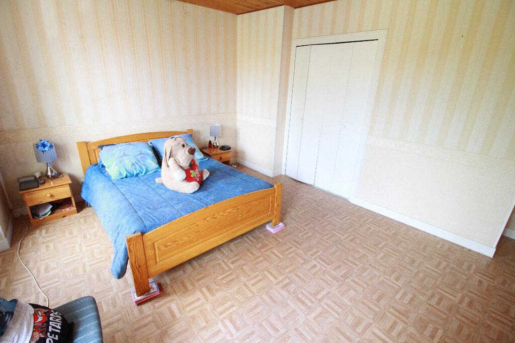 Maison à vendre 5 136m2 à Chenac-Saint-Seurin-d'Uzet vignette-5