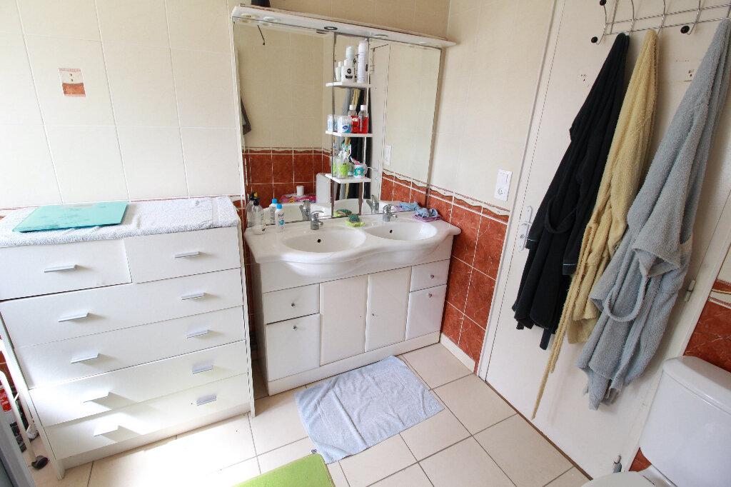 Maison à vendre 5 136m2 à Chenac-Saint-Seurin-d'Uzet vignette-7