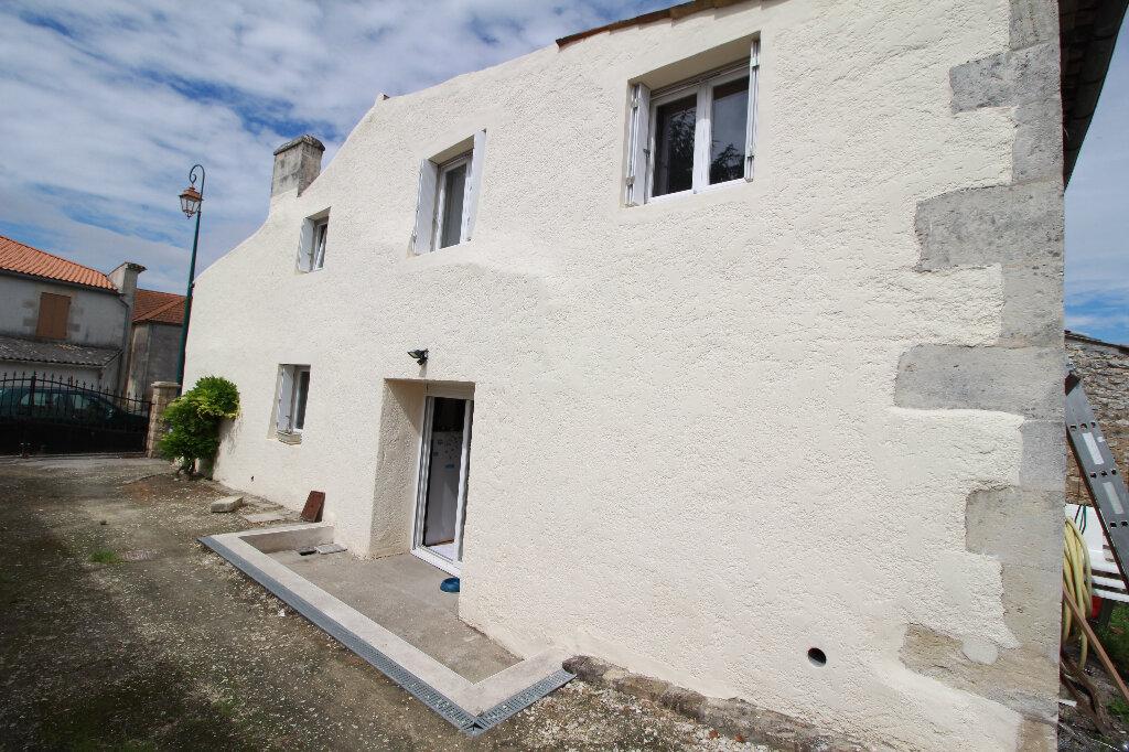 Maison à vendre 5 136m2 à Chenac-Saint-Seurin-d'Uzet vignette-10