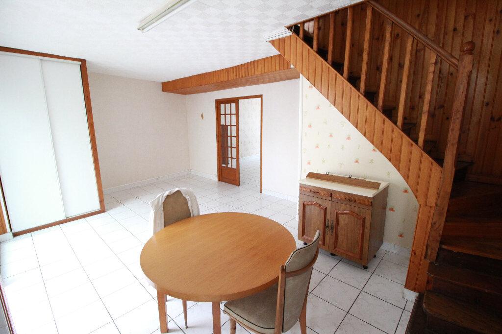 Maison à vendre 5 120.58m2 à Gémozac vignette-8