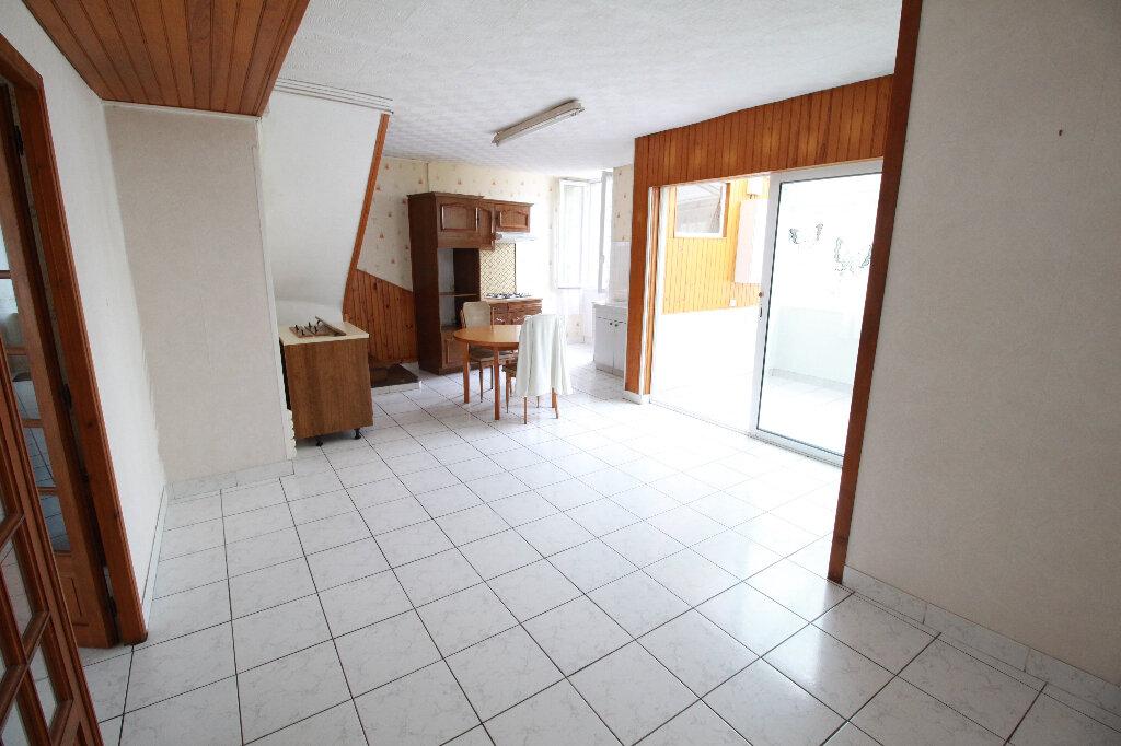 Maison à vendre 5 120.58m2 à Gémozac vignette-9