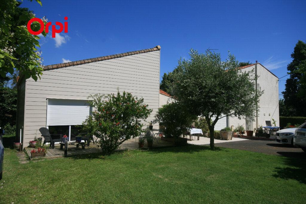 Maison à vendre 7 226m2 à Meschers-sur-Gironde vignette-1